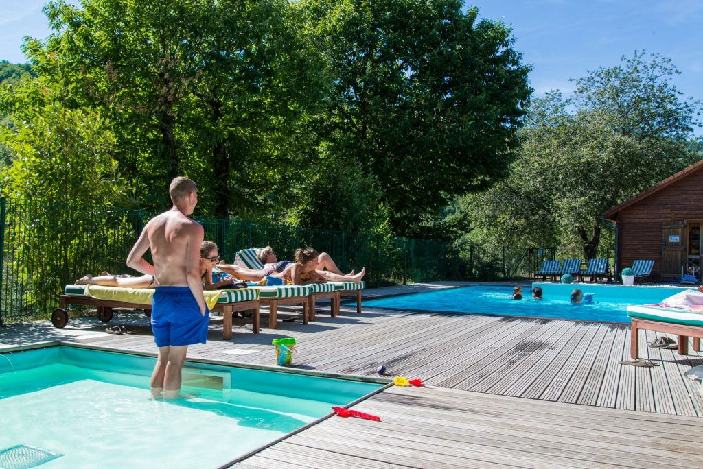 chataigniers du lac villefort piscine